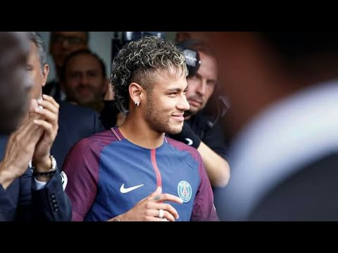 Neymar Gets Rousing Welcome By Fans At PSG