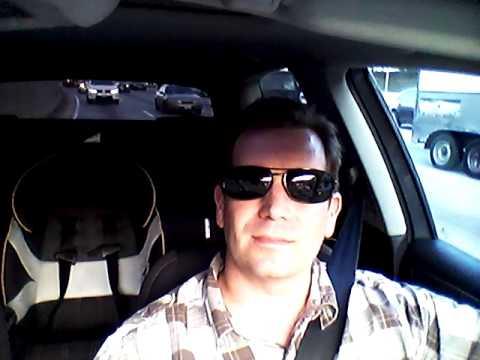 Bule bernyanyi Jaja Mihardja - Cinta Sabun Mandi saat mengemudi di Los Angeles