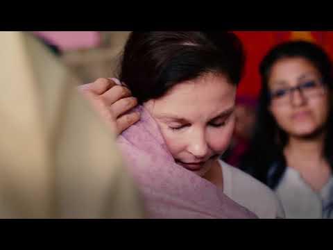 Ashley Judd Visits UNFPA Women-Friendly Spaces in Bangladesh