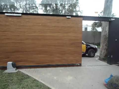 Puerta corrediza de madera youtube for Puertas corredizas
