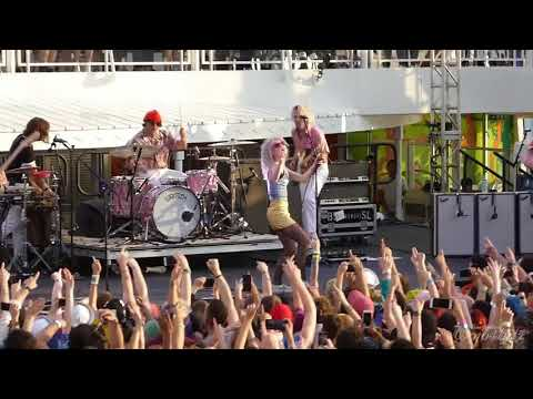 3/17 Paramore - Still Into You @ Parahoy (Show #2) 4/08/18