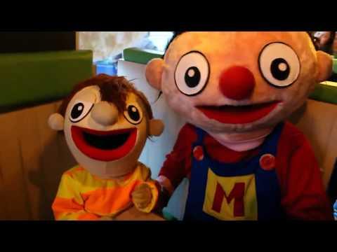 Beto trabajando en Monkey Pizza -Bely y Beto