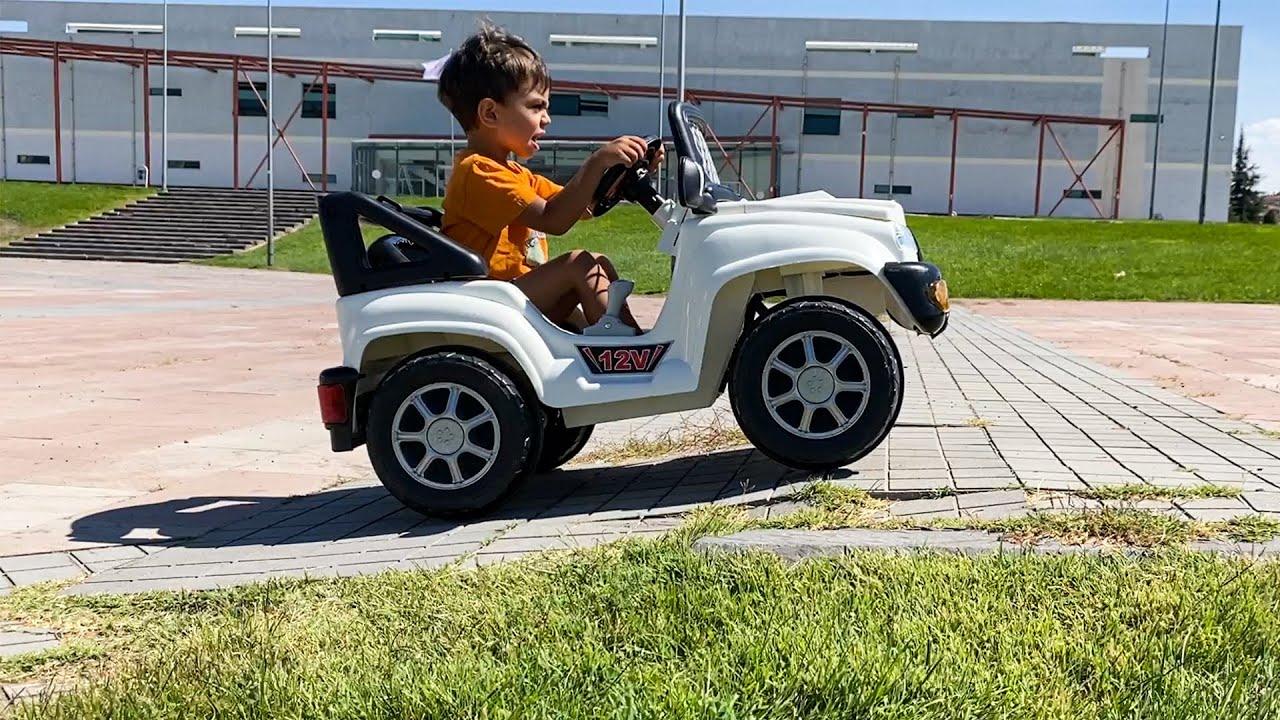 Download Yağız ve Annesi Akülü Araba ile Yarış Yaptı - Çocuk Videosu