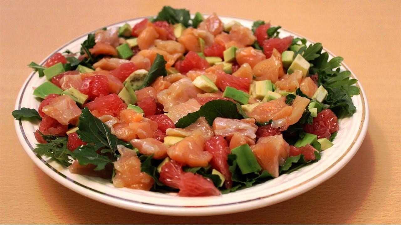 Для одного салата больше подойдет соленая или маринованная рыба, для другого – копченая, а для третьего – сырая.