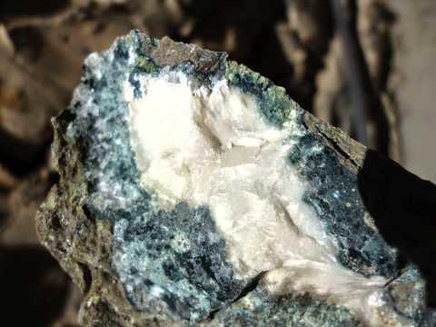 Rough diamonds in kimberlite 12-12-2014