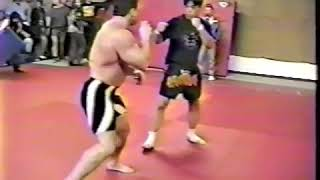Bodybuilder vs Karate