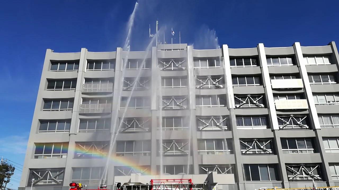 川越市役所に放水したら虹が出た #出初式 (川越市役所南駐車場 ...