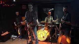 Hunting Holly - Falling Over You (Live @ Forum Basement)