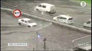 Негода у Києві: Лівий берег перетворився на Венецію
