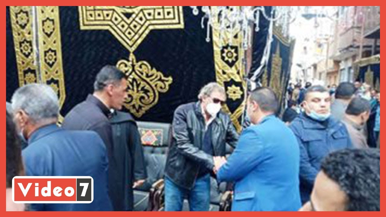 وصول المخرج خالد يوسف إلى بيت العائلة واستعدادات لتشييع جثمان شقيقه صلاح  - 13:59-2021 / 3 / 3