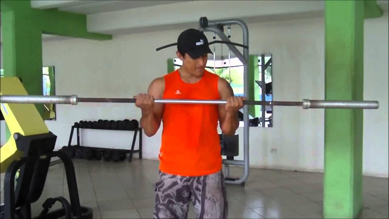 Curl de biceps con barra ejercicio de biceps como hacer este ejercicio para aumentar biceps - Barras de ejercicio para casa ...