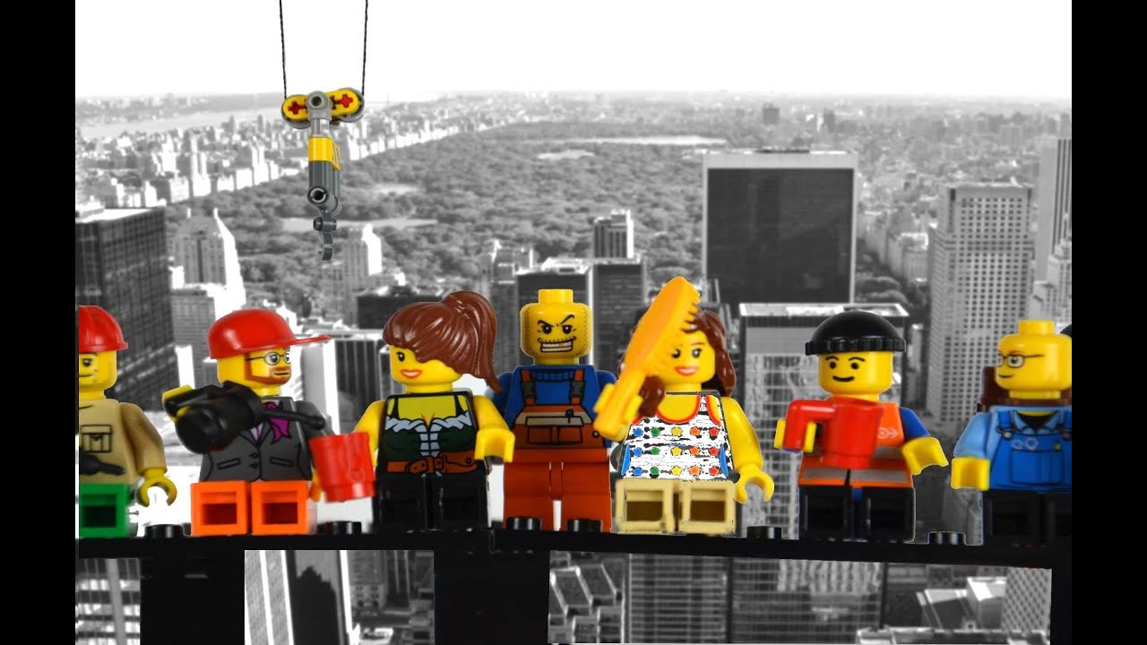 Lego Men At Work Are Building Manhattan Skyscraper Youtube