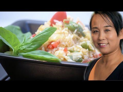 Thai Chicken Stir-Fried Rice Recipe (Asian Spicy Chicken & Rice Recipe)