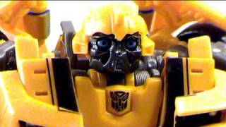Video review of Transformers Revenge of the fallen; Preview Bumblebee