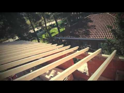 Tejados en le n montaje de estructura de madera youtube - Estructuras de madera para tejados ...