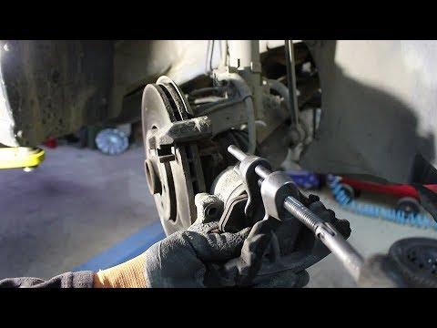 Замена передних тормозных колодок на Volkswagen POLO 1,6 Фольксваген Поло 2017 года