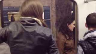 Пьяные девки быкуют в метро