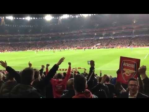 Arsenal 2-0 Bayern Munich. Ozil's goal to make it 2 nil to the Arsenal! Fan Footage. Atmosphere.