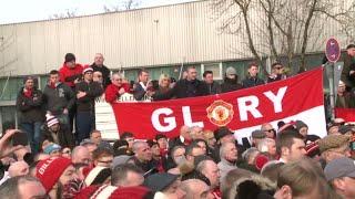 دقيقة صمت في ملعب أولد ترافورد تكريما لضحايا مانشستر يونايتد في 1958