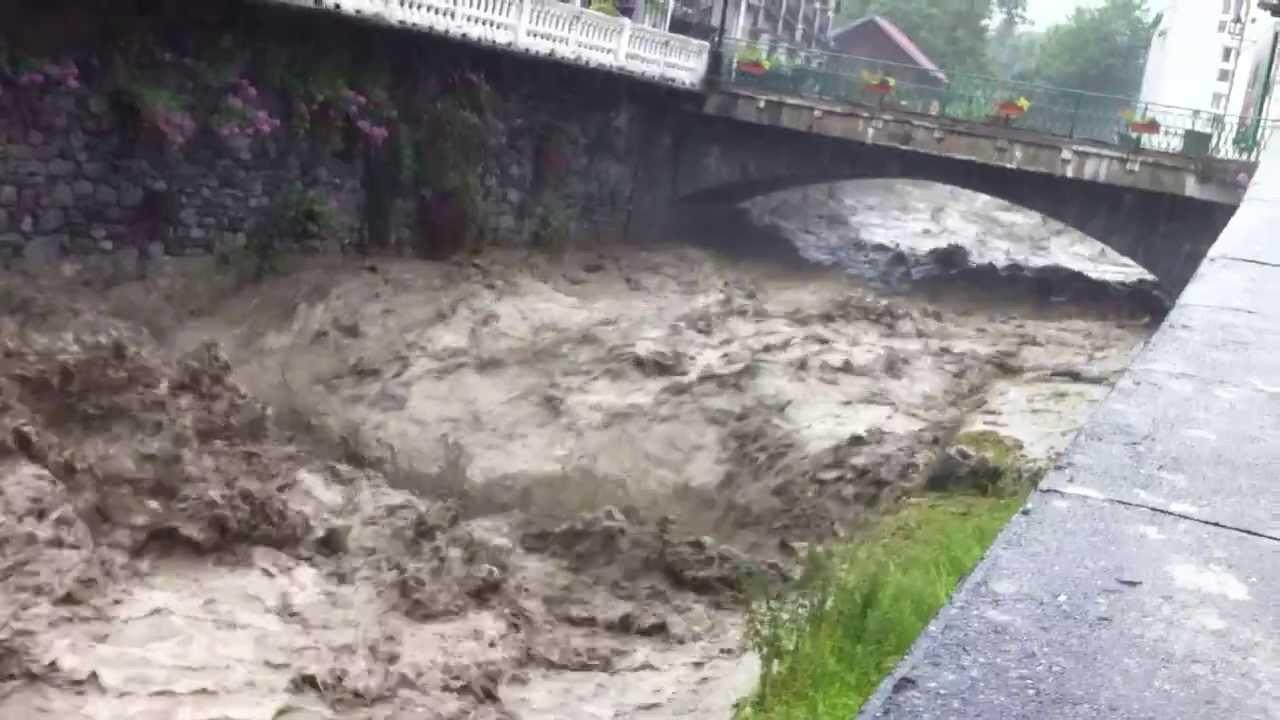 Inondations gave de pau a luz st sauveur youtube - Piscine luz saint sauveur ...