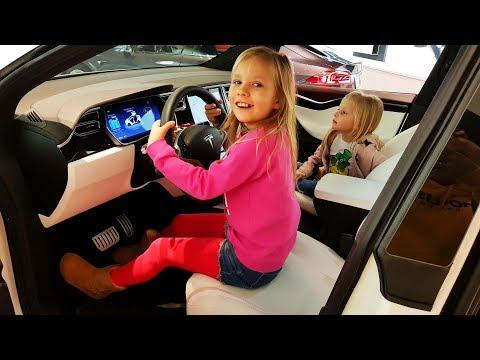 Папа купил SUPER МАШИНУ для ЛЮБИМОЙ МАМЫ Николь и Алисы TESLA Model X Мечты сбываются в Америке ВЛОГ