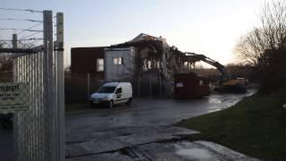 Rivning av gammal byggnad i Ideon