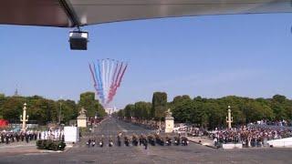 14-Juillet: la patrouille de France au-dessus des Champs-Elysées