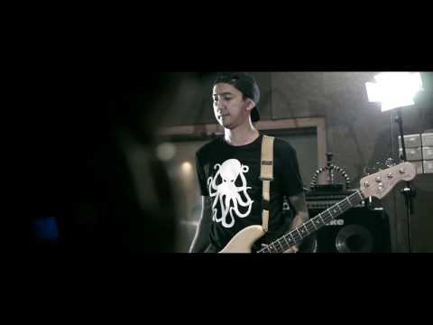 Killing Me Inside Ft. AIU - Young Blood (Studio Jam Session)