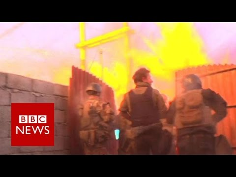 Mosul: Iraqi troops face bomb attack - BBC News