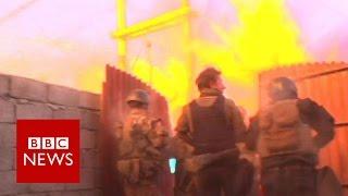Mosul: Iraqi troops face bomb attack - BBC News