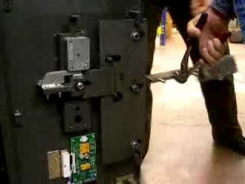 Как вскрыть сейф банкомата