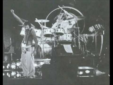 The Who - Squeeze Box - Stafford 1975 (3)