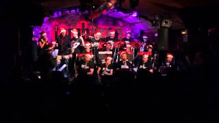 Eva Fernández & Eduard Ferrer & Original Jazz Orquestra - 'Santa Claus Is Coming To Town'