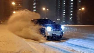 Дрифт на дикой Toyota Tundra! Или как мы город от снега спасали.