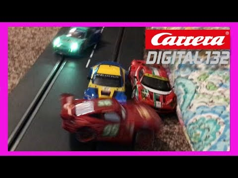 CARRERA DIGITAL 132 SLOT CAR RACE & CRASH WITH LIGHTNING MCQUEEN