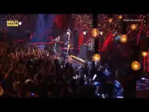 Anitta e Projota - Cobertor - Música Boa Ao Vivo - 21/06/16