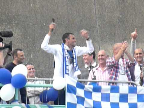 Brighton manager Gus Poyet sings We're F*****g Briliiant to fans