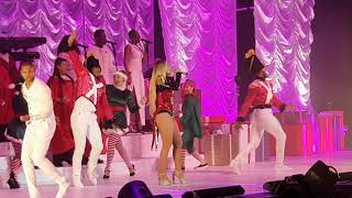 Mariah Carey - All I want for Christmas is You. Live at London O2.