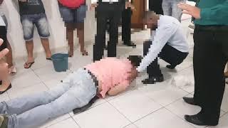 Durante a libertação vomitou sangue