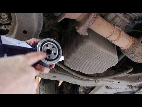 Замена масла и фильтров в двигателе на Hyundai Elantra 2,0 Хендай Элантра 2002 года