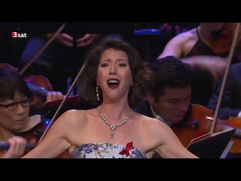 Lisette Oropesa sings
