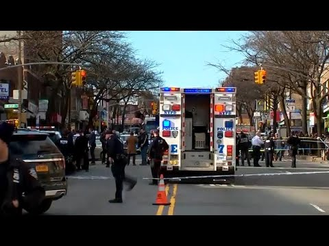 NYC police shoot, kill man wielding pipe