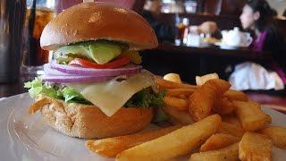 The Marilyn Burger At Hamburger Hamlet | The Burger Crawl - Ep. 11