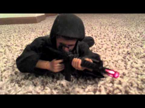 VINTAGE GI JOE TOY SOLDIER REVIEW IN ACTION!  GI-JOE WITH MACHINE GUN THAT LIGHTS UP!  DOLL