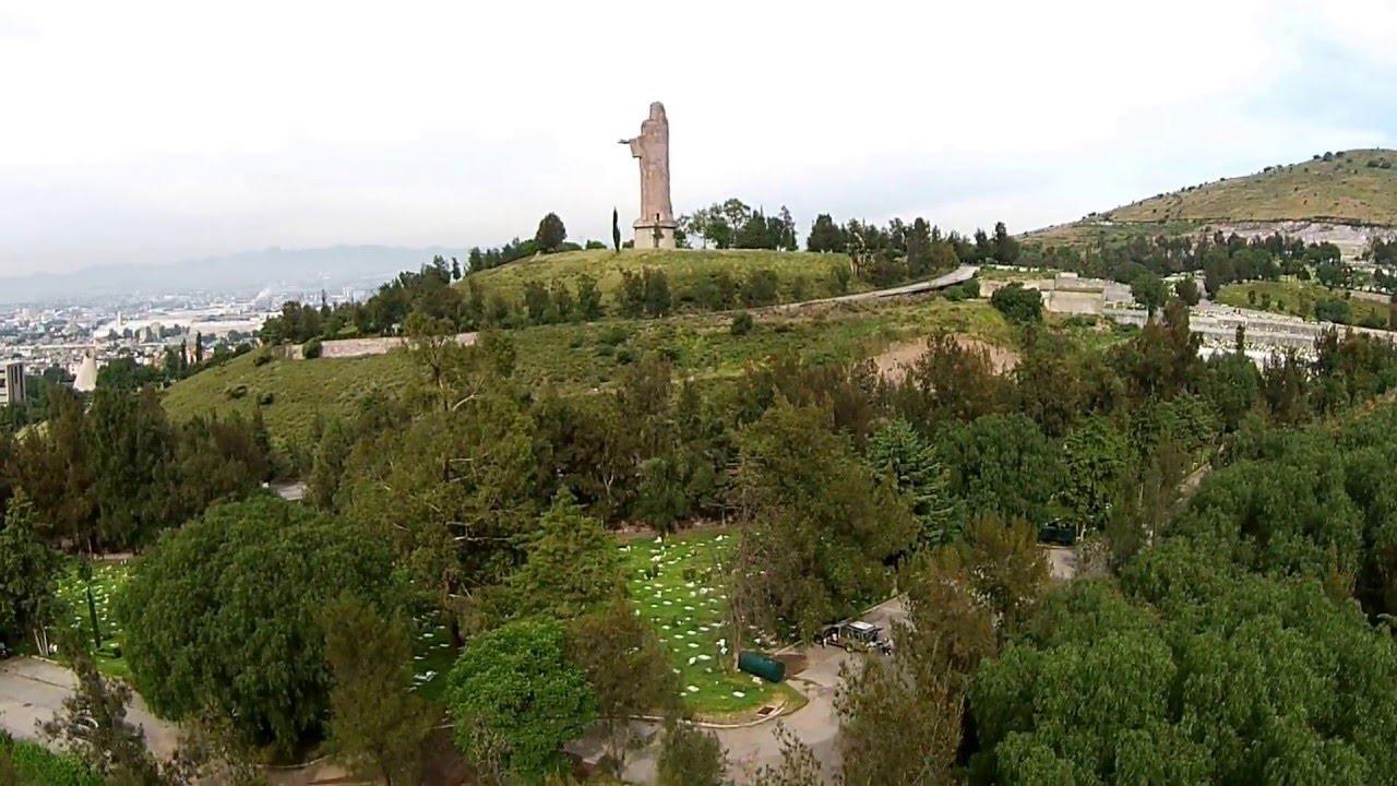 Video dron jardines del recuerdo visita a la tumba de mama for Jardines del recuerdo