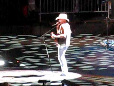Kenny Chesney singing