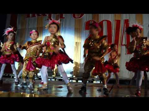 พี่โฟโต้ เต้นเพลง ส.ค.ส.ห่อรัก งานปีใหม่ ร.ร.ศุภลักษณ์