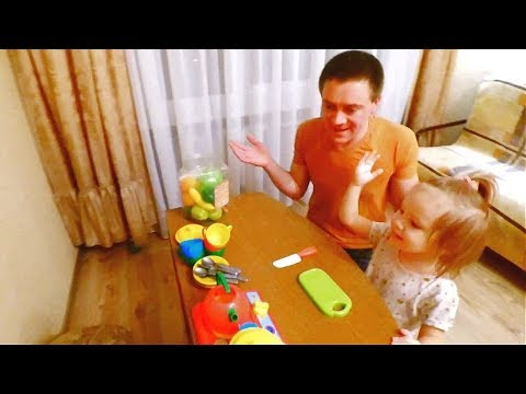 Dasha is preparing dad dinner. Soup from plastic vegetables. We play cooking. Children's dishes.