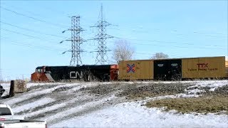 CN FRIEGHT TRAIN / LONE AMT HYBRID LOCOMOTIVE