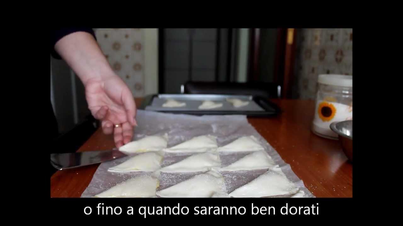 Youtube Ricetta Di Crema Pasticcera.Triangoli Di Sfoglia Ripieni Di Crema Pasticcera Youtube